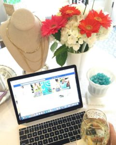 Stella & Dot image with laptop